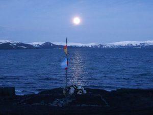 1-Luna-llena-en-Isla-Decepc