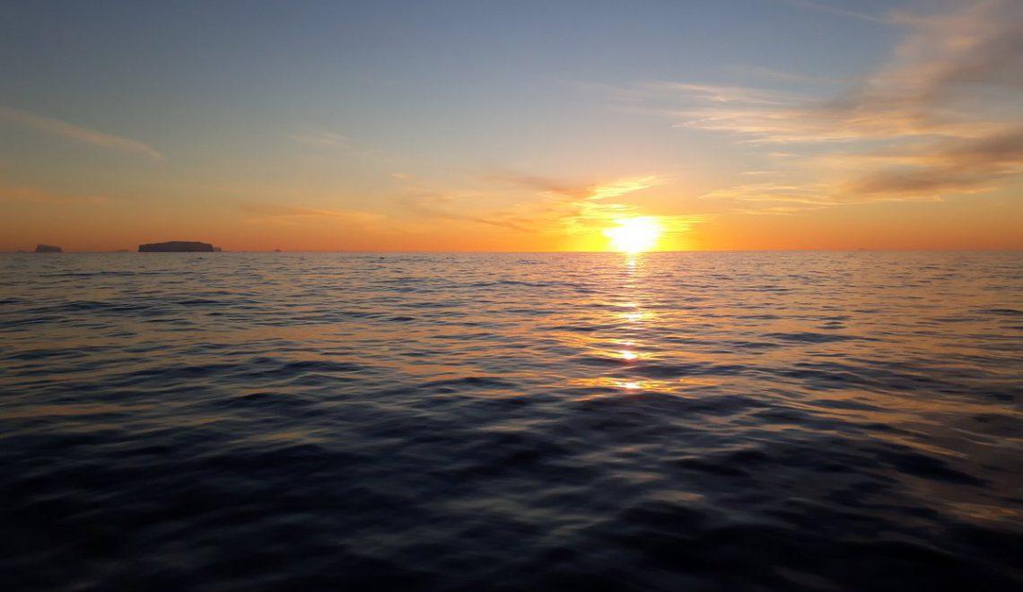 El Hespérides cruza el Círculo Polar Antártico