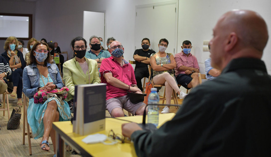 BUEU ANTÁRTICO ENTRE LUSCO E FUSCO